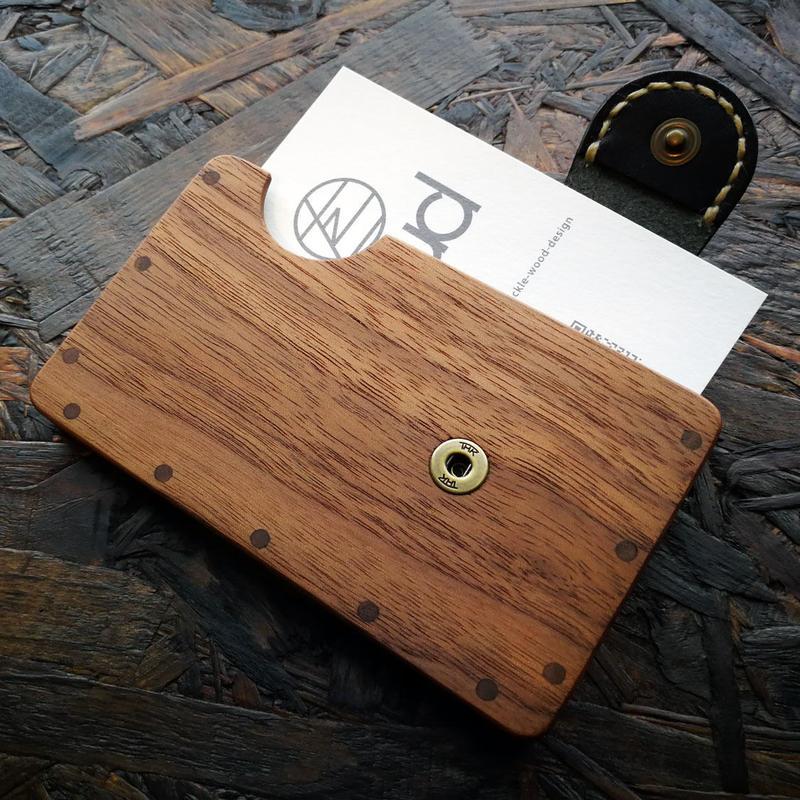 a card case ウォールナット  - 木と革の手作り名刺入れ -