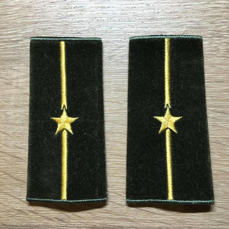 【コレクター商品】中国人民解放軍87式 陸軍 少尉 筒式肩章(1992年~)