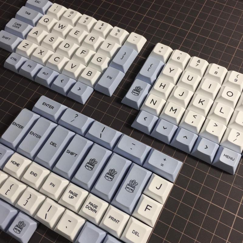 DSA PBT dye-sub ERGO 95 Keycap Set(White/LightBlue)