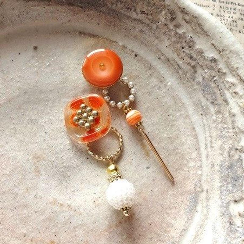 vintageオレンジボタン&パールアシンメトリーピアス/イヤリング