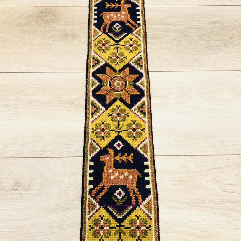 タペストリー/トゥヴィスト刺繍/シカさんとスウェーデン伝統柄