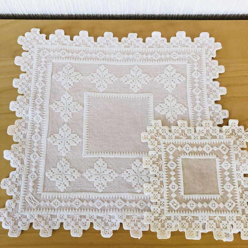 ハタンガー刺繍のドイリー/2枚セット