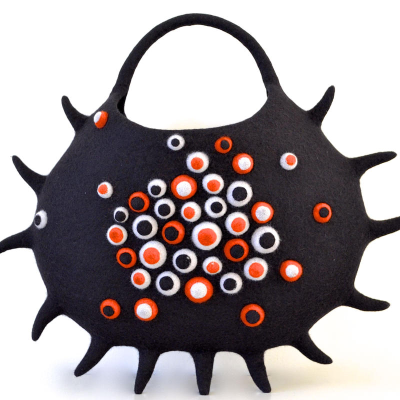 Jewelry of the sea. sea anemone bag♪ black
