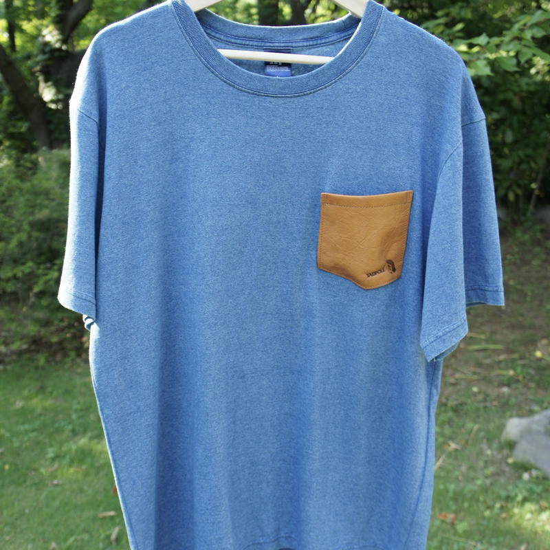 TADPOLE   leather pocket TEE  light  indigo