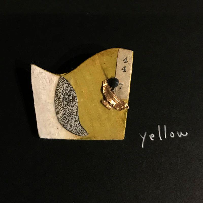 新明祐衣 ブローチ  yellow