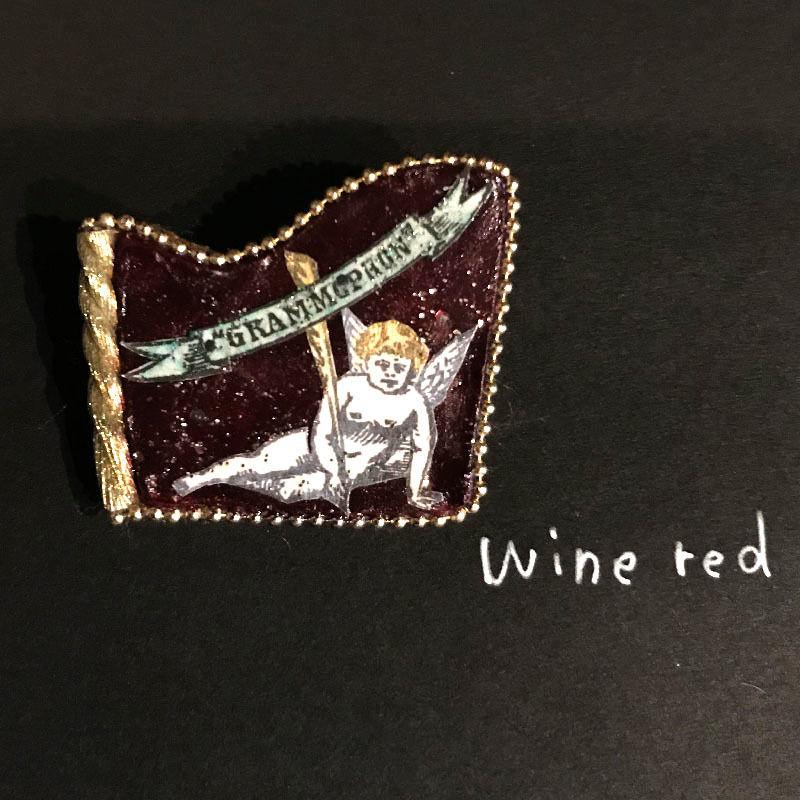 新明祐衣 ブローチ  wine red