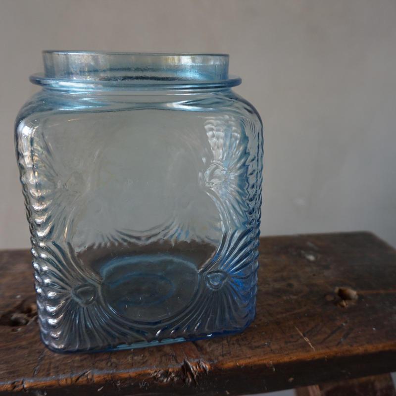 水色の古い瓶