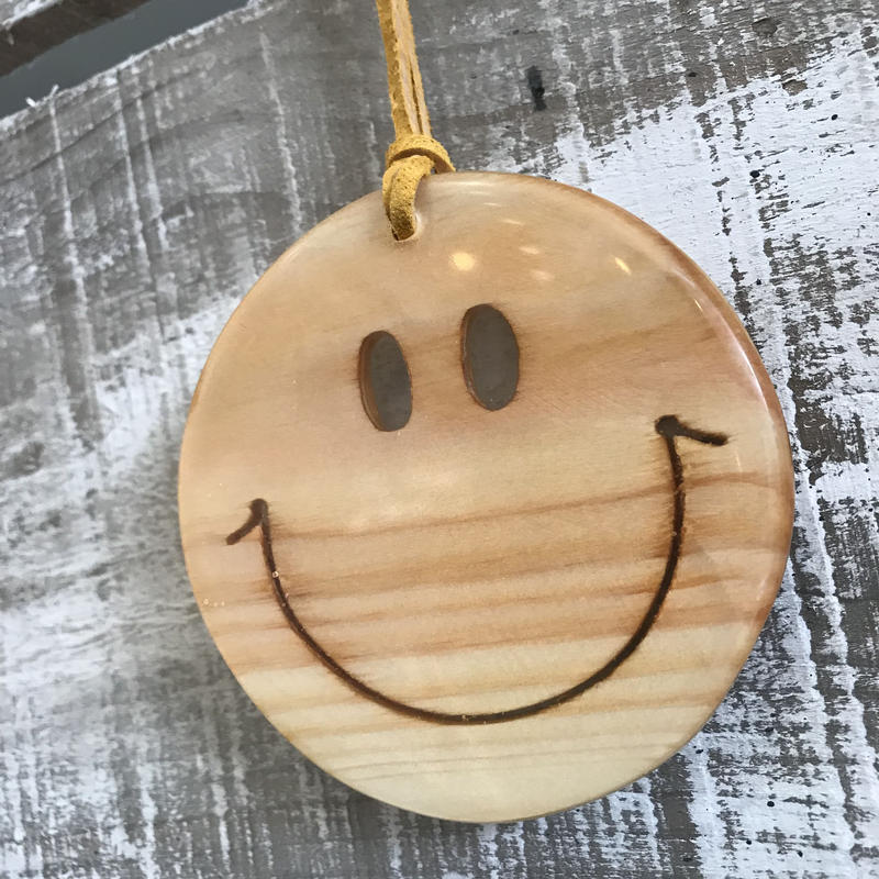 Smile wood charm by puka場Art