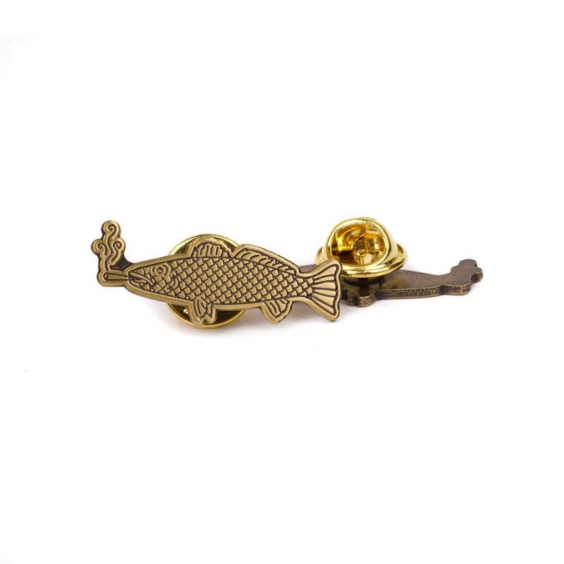 SMOKING FISH PIN - BRASS