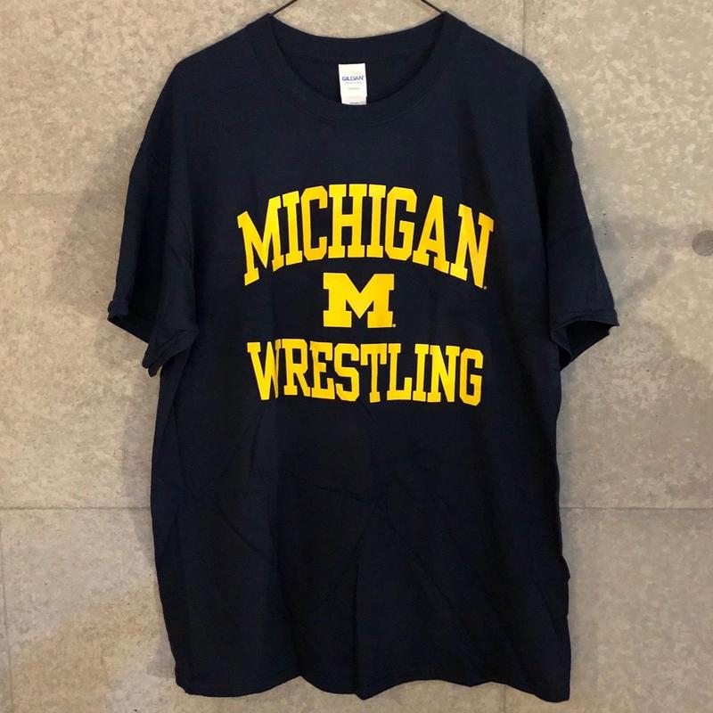 UNIVERSITY OF MICHIGAN WRESTLING Tシャツ(ネイビー)