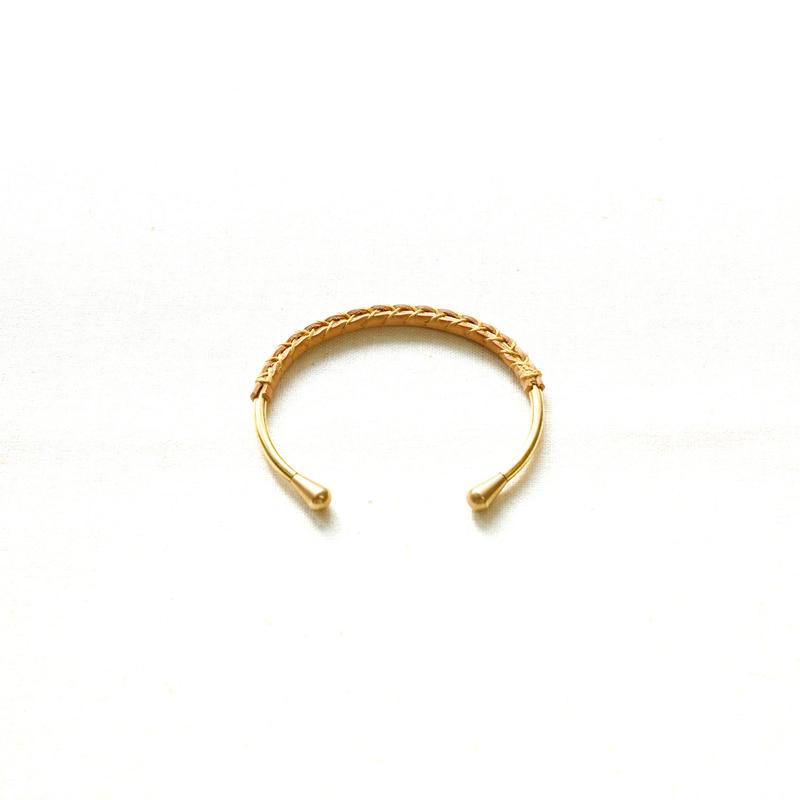 hourglass bangle  −teardrop head−