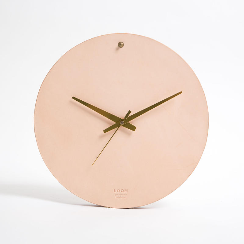 Round clock M