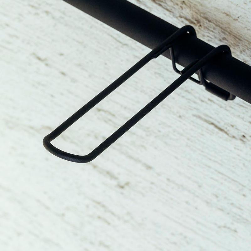 011 Hanger A - Black