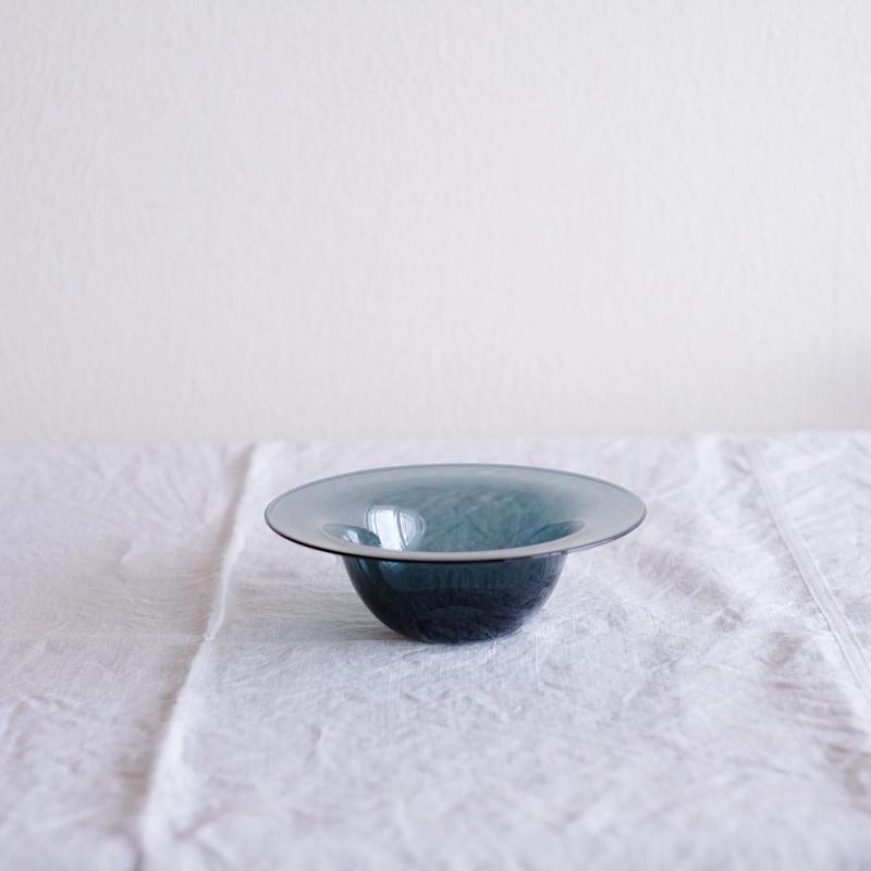 黒川 登紀子 さんの フルーツボウル(透明なグレー)