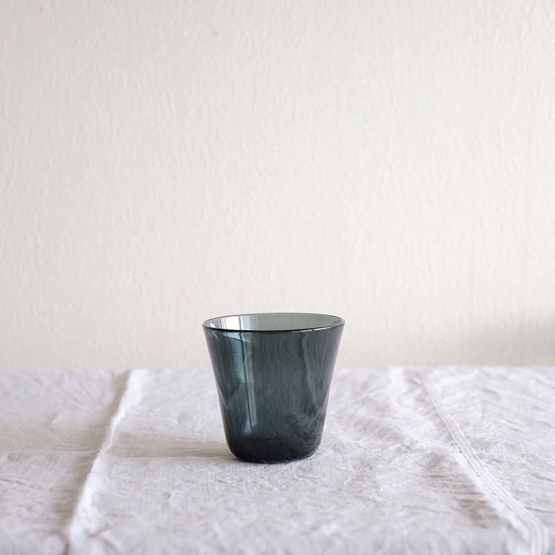 黒川 登紀子 さんの コップ(透明なグレー)