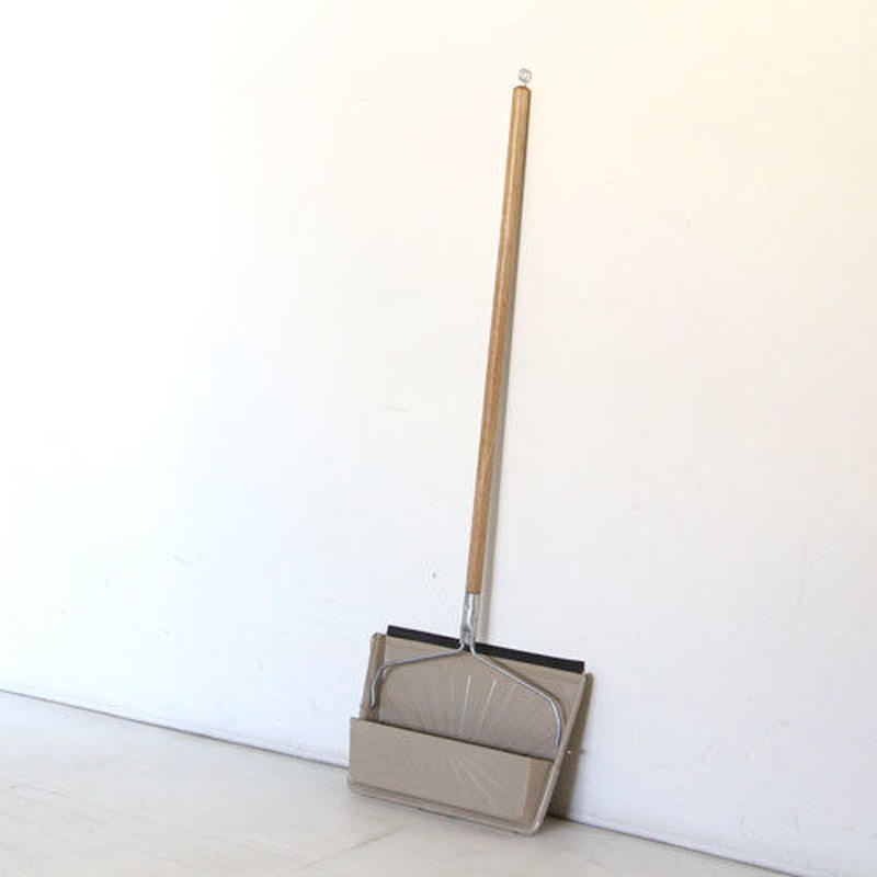 Steel Dustpan With Handle And Rubber Edge