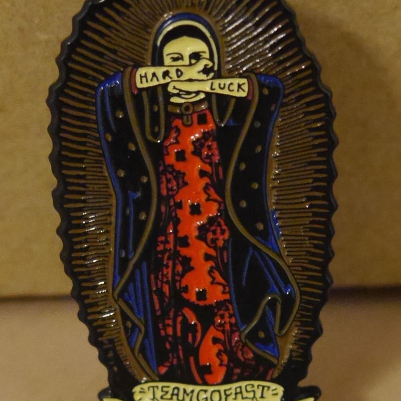 "HARDLUCK ""LADY GUADALUPE"" ピンバッジ"