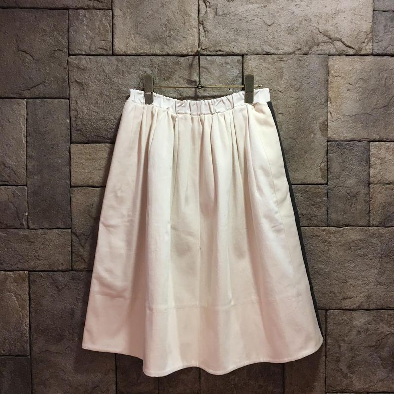 ¥29,000→¥14,999 D-due 128F キャンバス地スカート