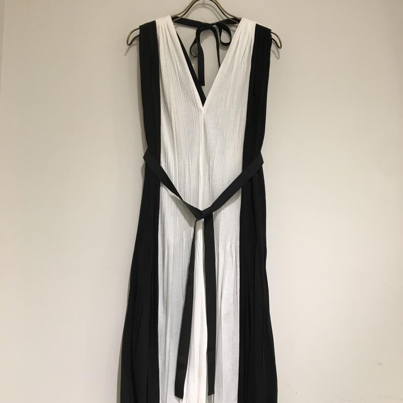 H1501GA03/プリーツワンピース/ブラックーホワイト」/Fサイズ