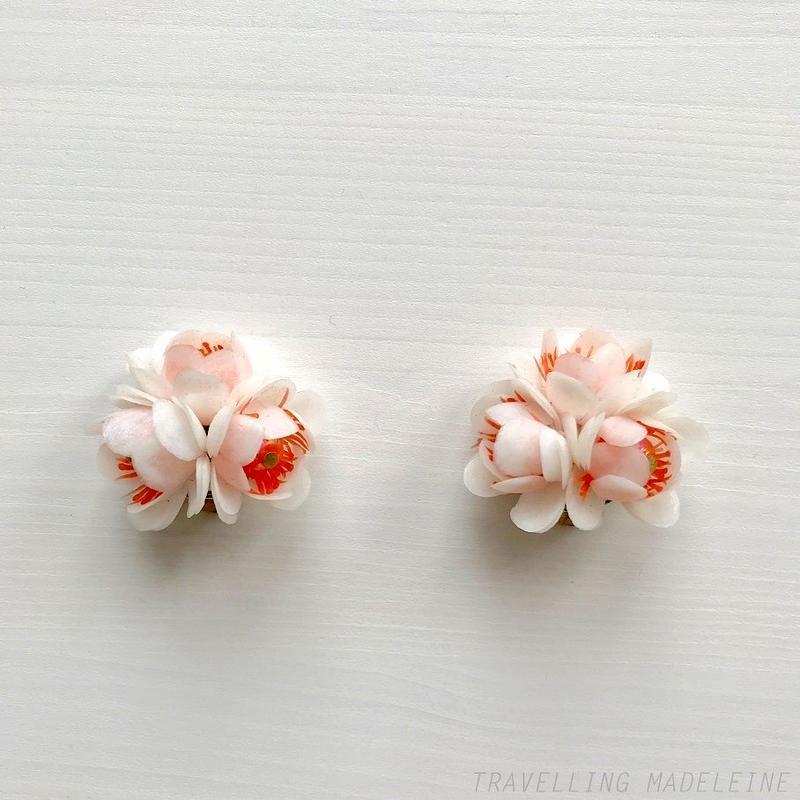 1960-70's White x Pink Soft Plastic Flower Clip Earrings 白xピンク ソフトプラスチック お花 クリップイヤリング(W17-90E)