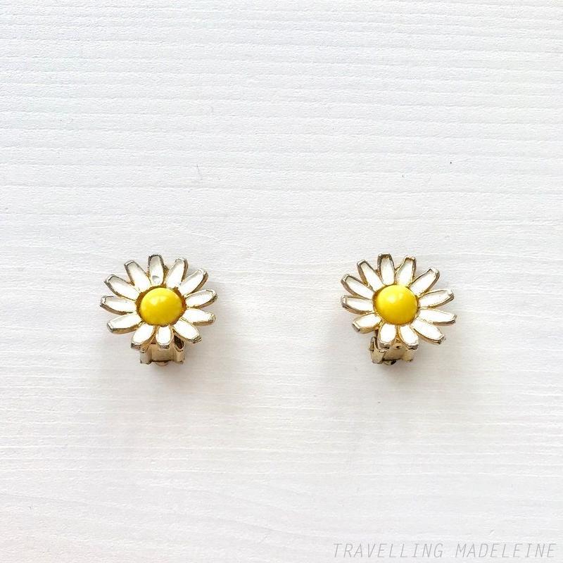 WEISS 1960's Enamel White Daisy Clip Earrings ホワイト エナメル デイジー クリップイヤリング(A18-18E)