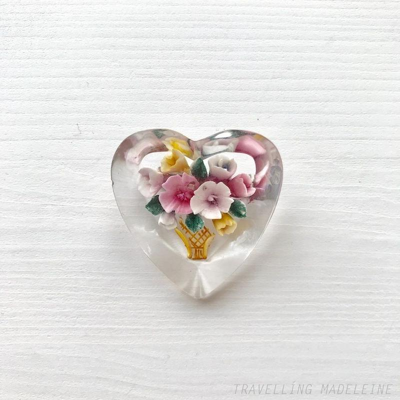 1950's Lucite Reverse Carved Heart Brooch with Pink Flowers ルーサイト インタリオ ピンクフラワー ハート ブローチ(Sp19-5B)