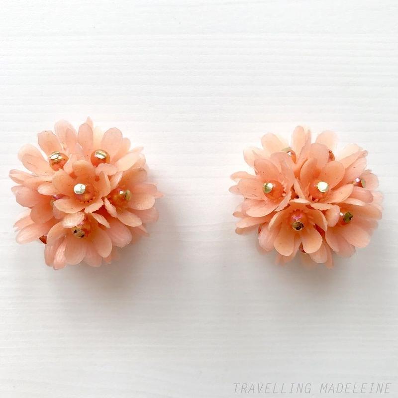 1960-70's Salmon Pink Soft Plastic Flower Clip Earrings サーモンピンク ソフトプラスチック フラワー クリップイヤリング(Sp19-1E)