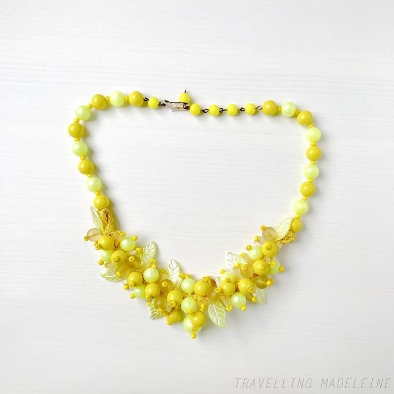 1930-40's Lemon Yellow Plastic Leaf Beads Choker Necklace レモンイエロー プラスチックリーフビーズ チョーカーネックレス(Sp19-161N)