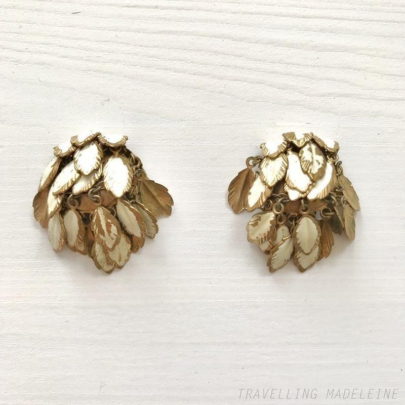 1950's White Metal Feather Tassel Clip Earrings 白い羽のタッセル クリップイヤリング(W18-168E)