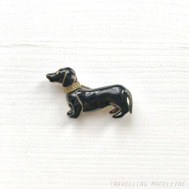 VINTAGE Black Enamel Duchshund with Rhinestone Necklace Brooch エナメル ブラック ダックスフンド&首輪 ブローチ(Su18-187B)