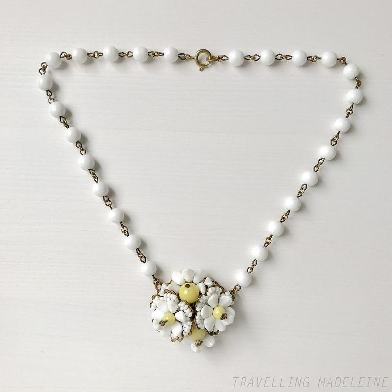 1940's White & Yellow Flower Glass Beads Necklace 白&黄色 フラワー グラスビーズ ネックレス(Sp19-140N)
