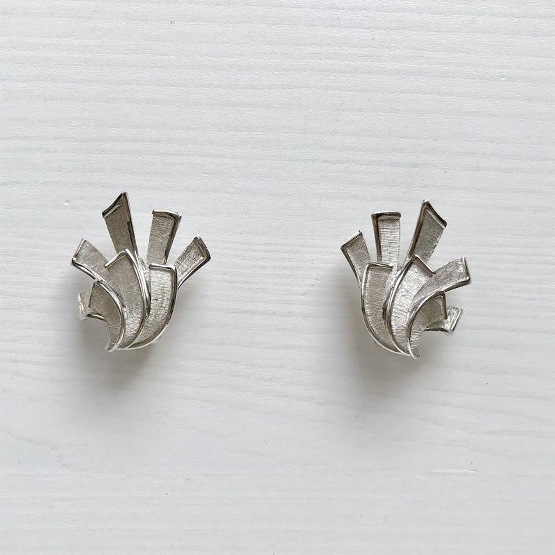 TRIFARI 1950-60's Silver Lily Clip Earrings シルバー ユリ クリップイヤリング(Sp19-75E)