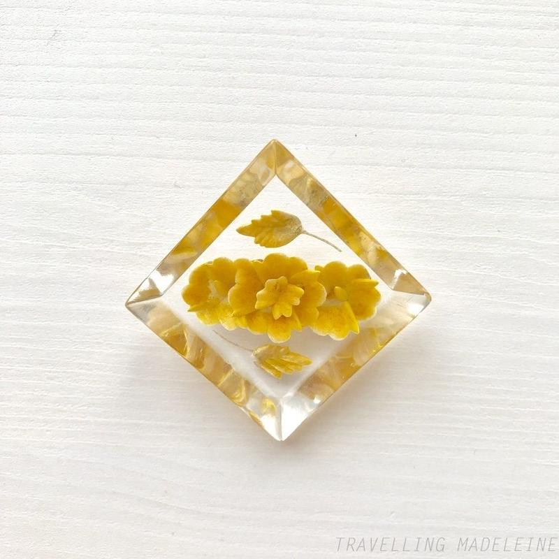 1940-50's Lucite Reverse Carved Diamond Brooch Yellow Flowers ルーサイト インタリオ イエローフラワー ダイヤ ブローチ(Sp19-6B)