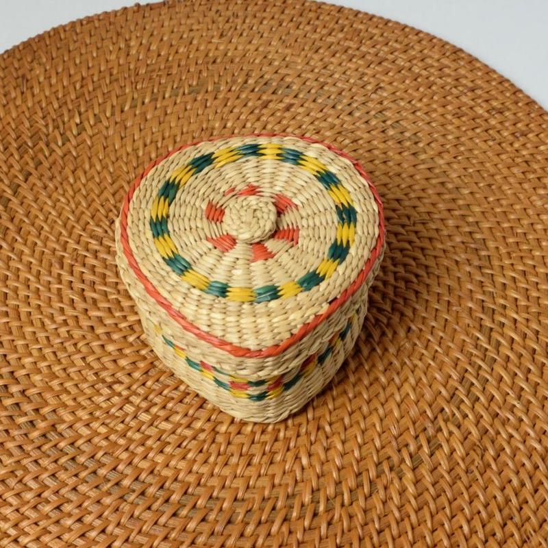 ベトナム製 い草 小物入れ (葉っぱ型)Sサイズ