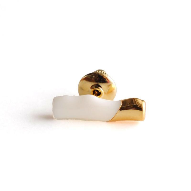 januka:ヤヌカ《白サンゴ ブローチ》GKB-01
