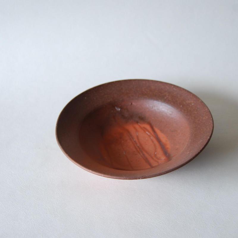 リムのある皿(小)