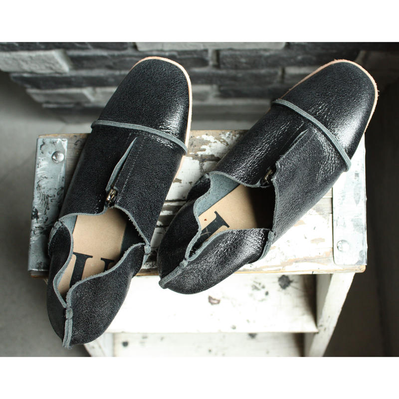 【OUTLET】 CENTER ZIP SHOES CRACKING BLACK (SIZE 5)