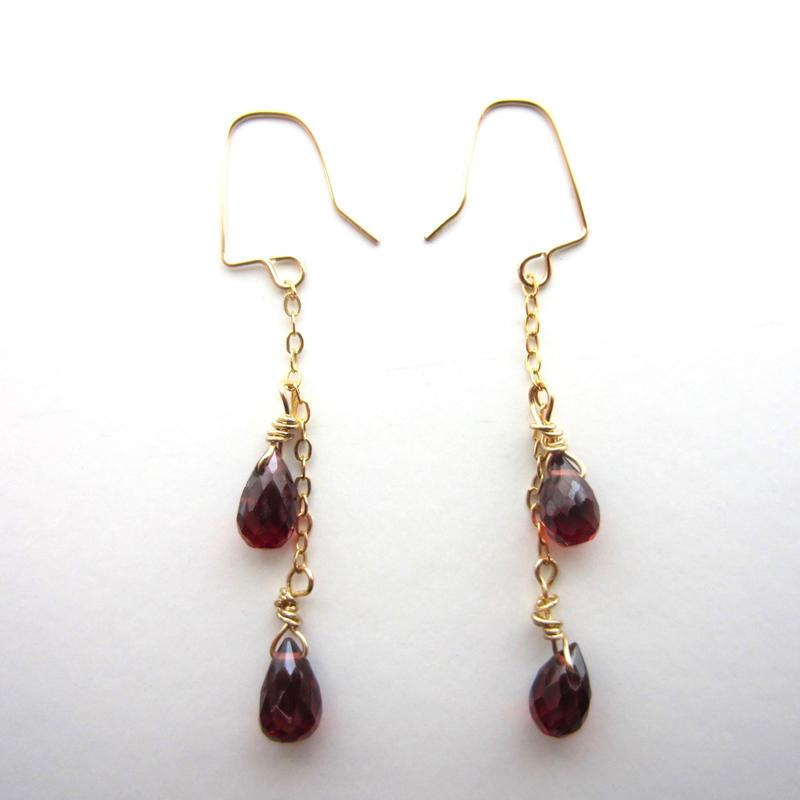 【UE064】 Mozampique Garnet Chain Earring 14KGF(モザンピークガーネットチェーンピアス)