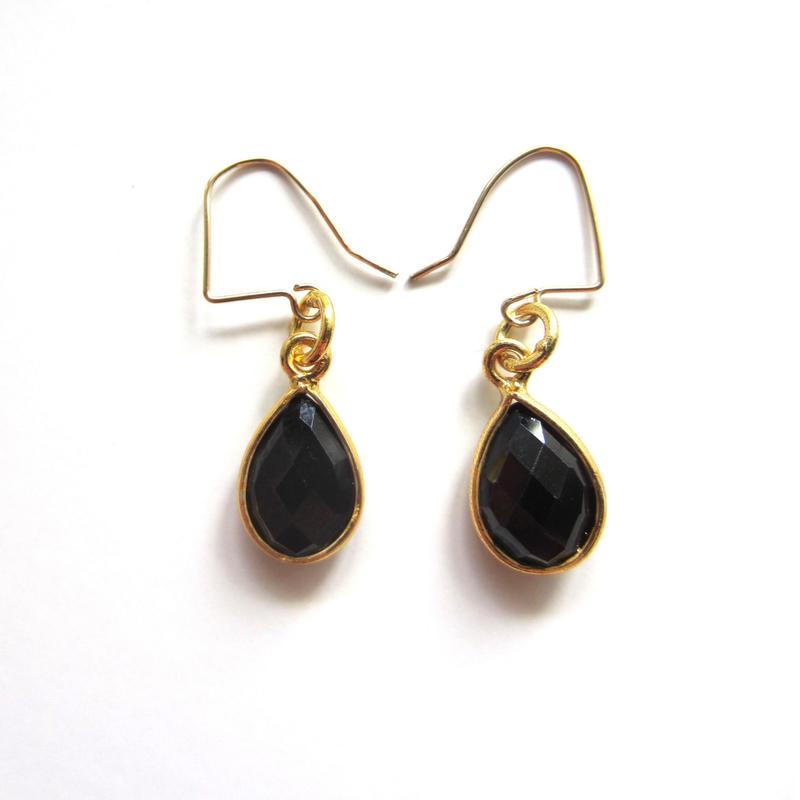 【UE046】 Onyx Gold Pear Shape Earring 18KGP(オニキス ペアシェイプ ピアス)