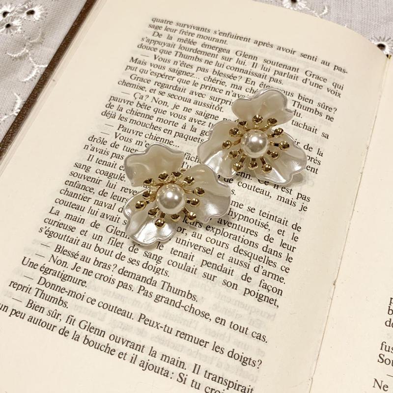 white pearl flower earring