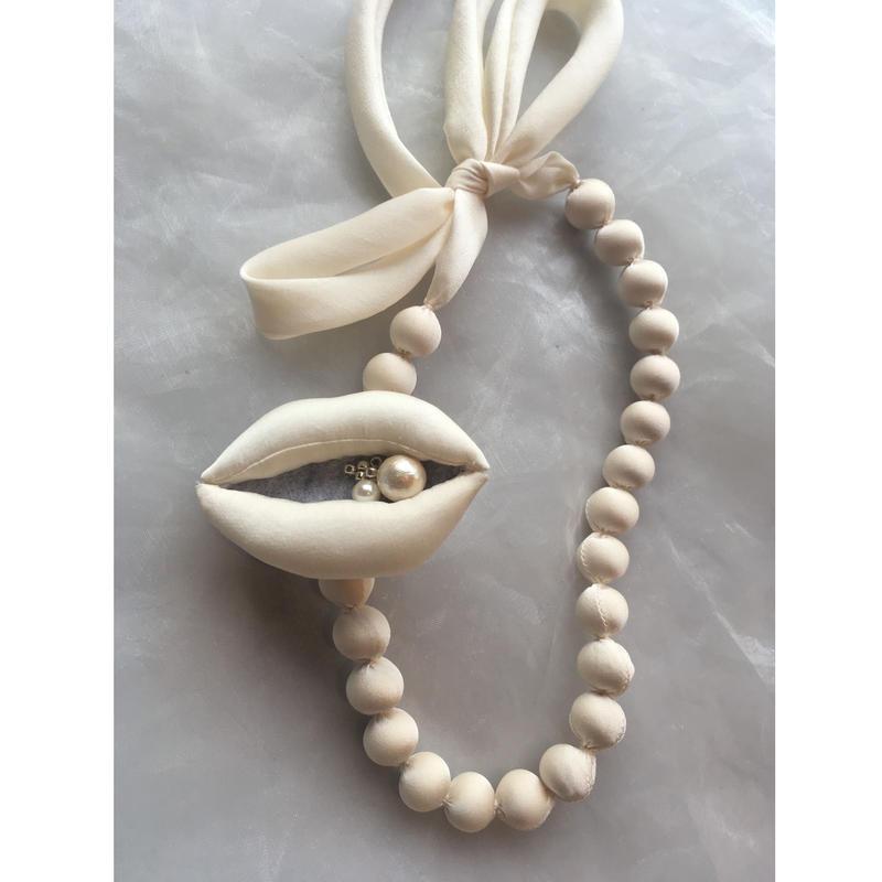 grand  jete  玉ネックレス  &  唇ブローチ セット  オフホワイト