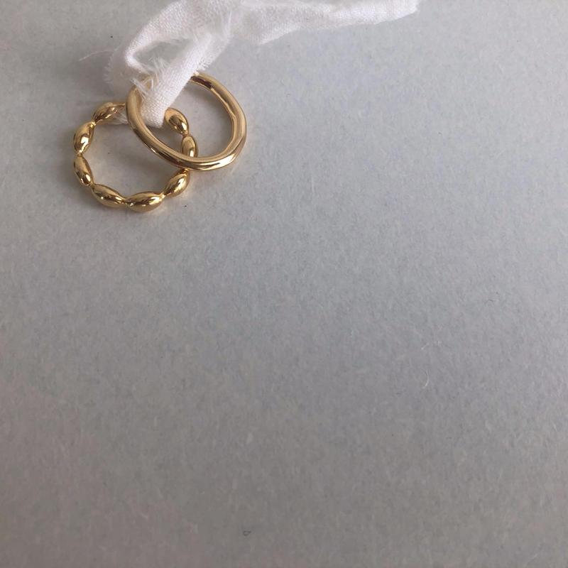 gold  set ring