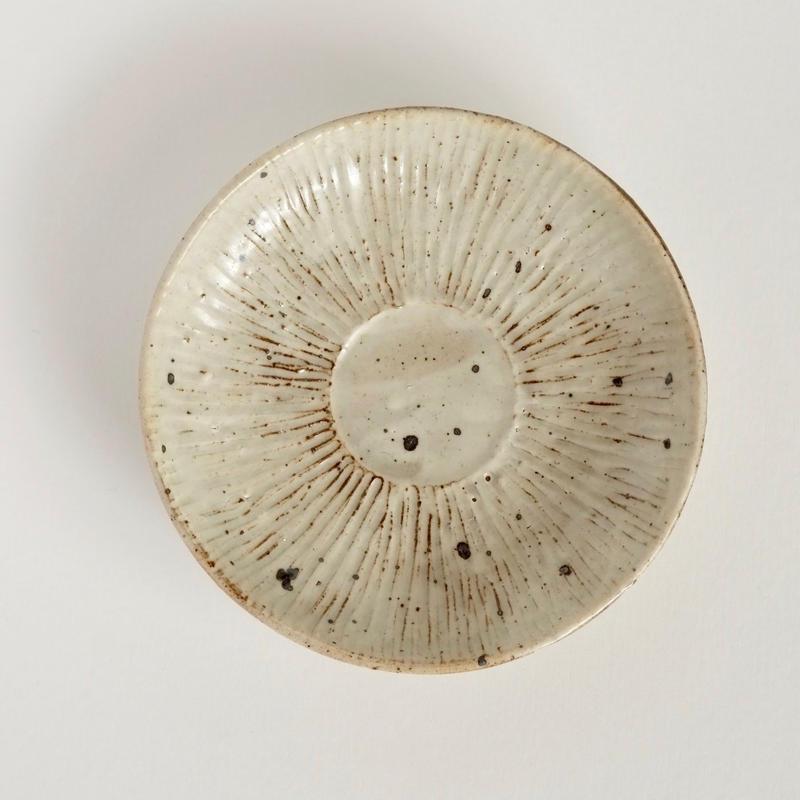 五寸粉引シノギ皿