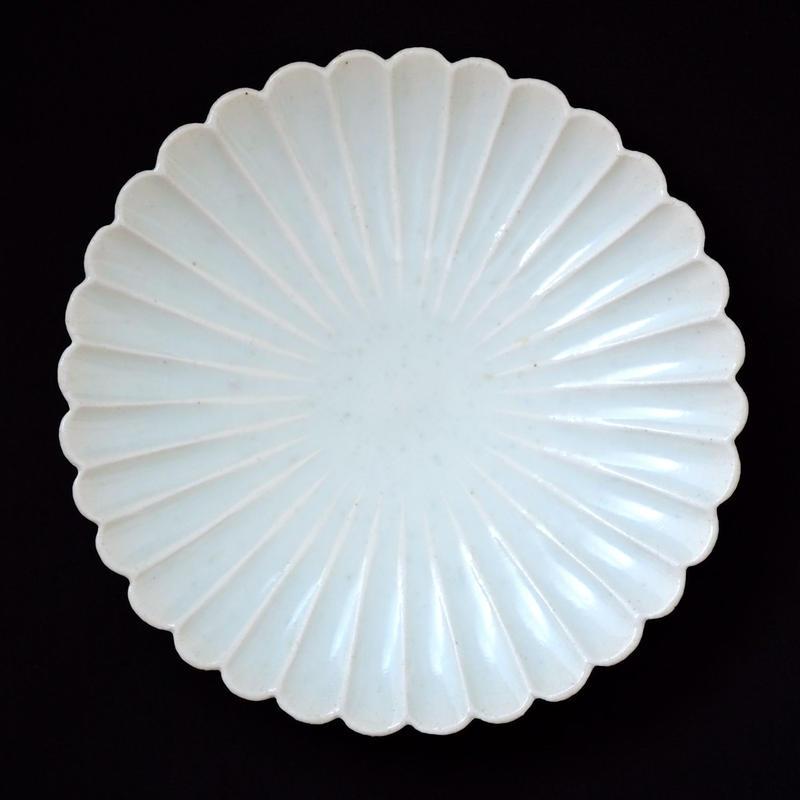 青白磁 輪花皿(中皿)