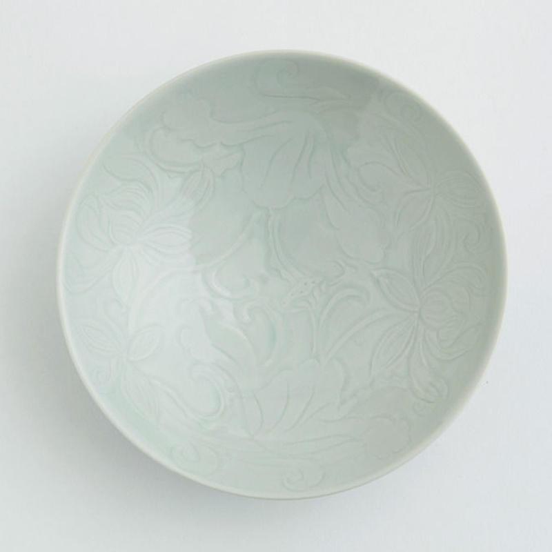 蓮模様浅鉢 by 石井佐枝