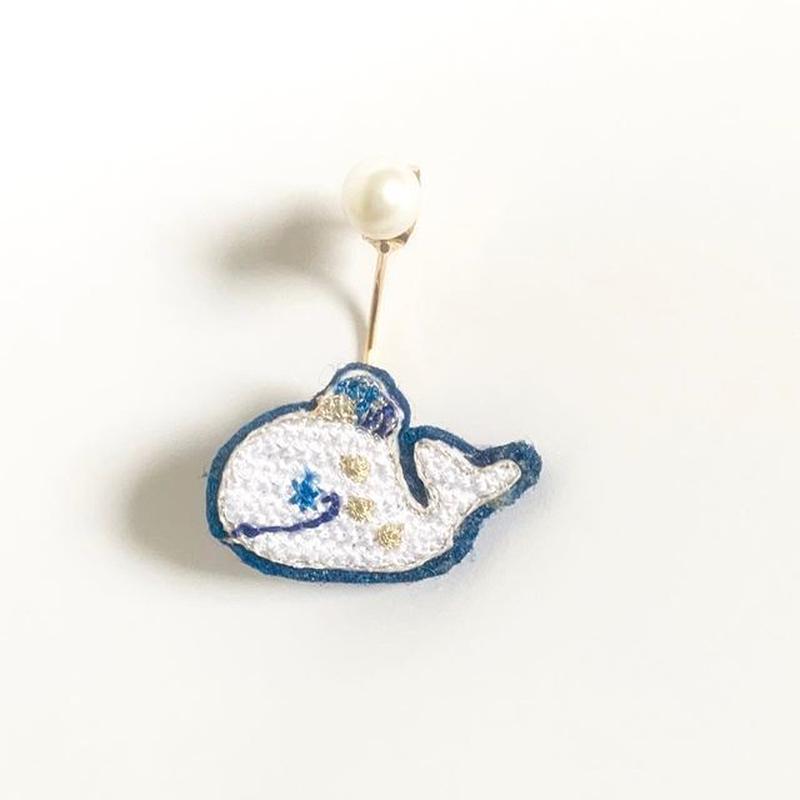"""""""Whale pierced earring -single""""<white>"""