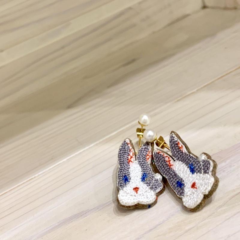 """Rabbit Pierced earrings  pair"""
