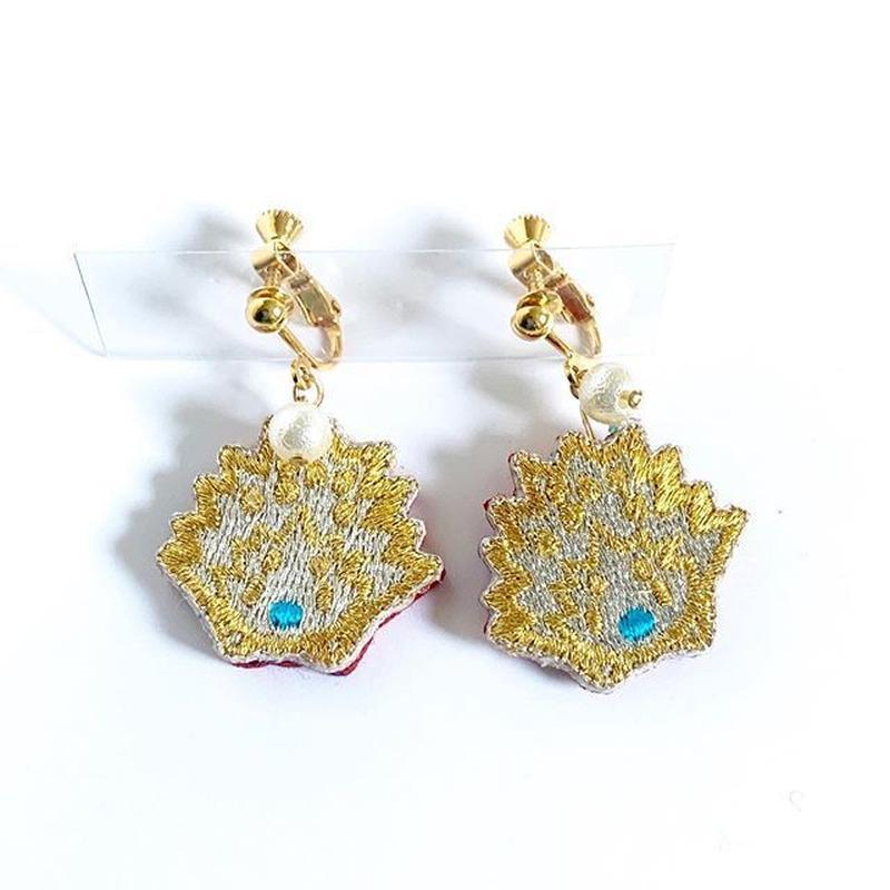 """Hedgehog non hole earrings ""   正面ハリネズミ イヤリング <gold>"