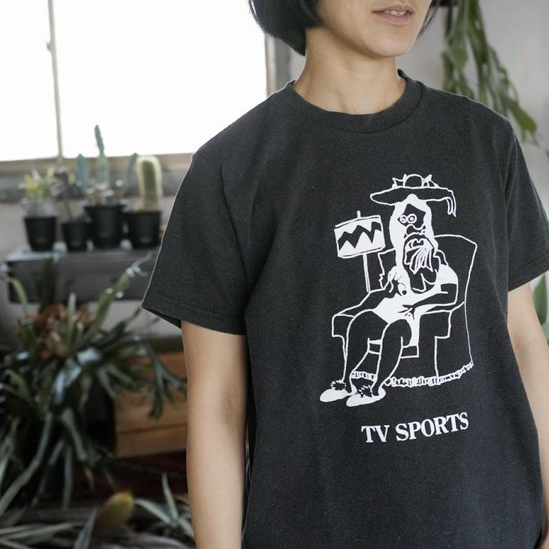 TACOMA FUJI RECORDS, TV SPORTS designed by Tomoo Gokita Tシャツ