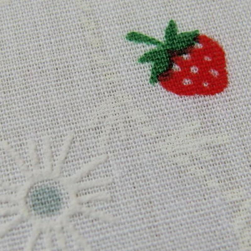 #422 レトロな凹凸のサークルと可愛い苺柄